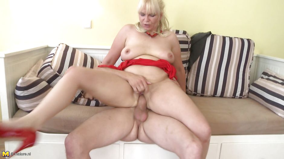 girl fucking a rubber cunt